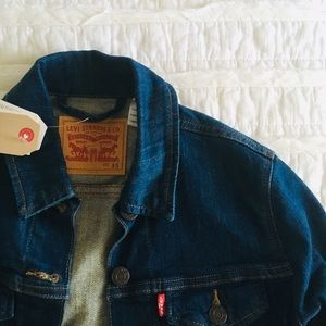 NEW Levi's Classic Trucker Denim Jacket